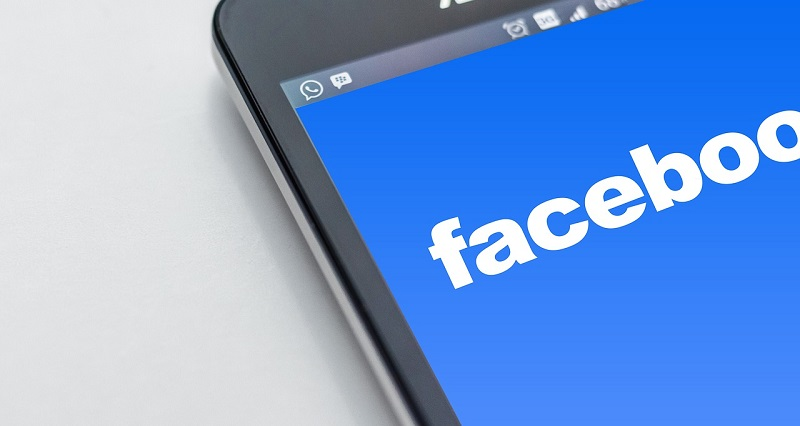 facebook app auf dem smartphone